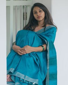 At Kanakavalli we believe that summer is more than a season. it is an emotion. In the Summerheart range of buttery soft silk saris from… Indian Photoshoot, Saree Photoshoot, Designer Sarees Wedding, Wedding Sarees, Sarees For Girls, Saree Poses, Modern Saree, Simple Sarees, Saree Trends