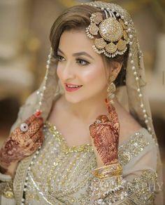 Indian Bridal Fashion, Pakistani Bridal Wear, Pakistani Wedding Dresses, Bridal Dresses, Girls Dresses, Wedding Makeup Looks, Bridal Looks, Bridal Style, Bridal Makeup
