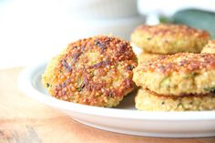 Kirschbiene kocht: Quinoa-Zucchini-Bratlinge mit Tahini-Mayonnaise
