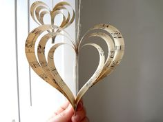 I LOVE these paper hearts! Cheap and easy to make yourself too ;)