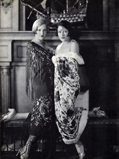 Constance and Norma Talmadge - sister silent film stars - at home in California Photo orignally published in A Pictorial History of the Silent Screen Image Source: Flapperjane 20s Fashion, Fashion History, Art Deco Fashion, Film Fashion, Belle Epoque, Vintage Hollywood, Hollywood Glamour, Classic Hollywood, Mode Vintage