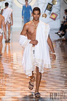 I don't know what's going on with this Greek/Roman/toga concept, but I dig it… Greek Fashion, Roman Fashion, High Fashion, Fashion Show, Mens Fashion, Greek Inspired Fashion, Fashion Menswear, Toga Fancy Dress, Ancient Greece Fashion