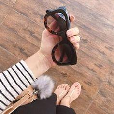 Listras, branco e preto com tons de nude - E no fundinho a sandalinha da @euamosapatinhodeluxo  .  Quem também ama detalhes? 🙋🏻♀️ #diquei