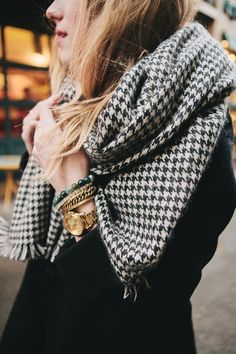 Classy looks can be created out of casual outfits simply by adding traditional accessories such as seen here (houndstooth scarf and large gold bracelets and rolex-like large face watch. Mode Style, Style Me, Houndstooth Scarf, Plaid Scarf, Fall Outfits For Teen Girls, Moda Chic, Outfit Trends, Winter Mode, Inspiration Mode