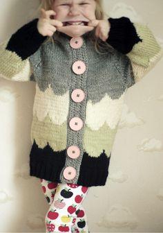 Looks like waves Knitting For Kids, Crochet For Kids, Knitting Projects, Baby Knitting, Little Girl Fashion, Kids Fashion, Crochet Crafts, Knit Crochet, Sweaters And Leggings