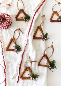 get crafty with these cinnamon stick ornaments diy Cinnamon Ornaments — Tag & Tibby Design Diy Gifts For Christmas, Noel Christmas, Diy Christmas Ornaments, Homemade Christmas, Holiday Crafts, Christmas Decorations, Christmas Design, Cheap Ornaments, Christmas Ideas