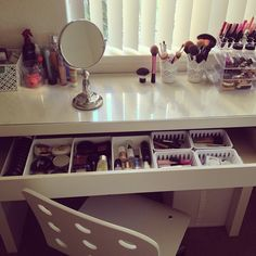 Love this set up for make up. Instead of putting all your mascara, blush, and brushes in one make up bag, spread them out in different little bins. That way, its easier to see the different kinds of eye shadow etc. to choice from. Also helps you stay organized and see what needs to be replenished. Helps in the morning too and saves time!!  @peytonmc
