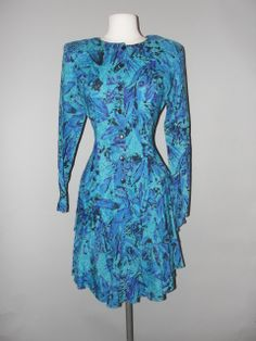 Vintage Clothing Stores, Vintage Outfits, Dresses With Sleeves, Formal Dresses, Amazing, Long Sleeve, Sexy, Clothes, Fashion