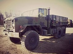 Awesome for a bug out vehicle! A Soft Top Cargo Truck- Great looking truck on Government Liquidation Car Survival Kits, Survival Skills, Army Vehicles, Armored Vehicles, 6x6 Truck, Emergency Bag, Army Day, Hummer H1, Bug Out Vehicle