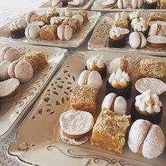 Alfajores chilenos, empolvados, merengones, mini torta hojarasca@la_ermita pastelería