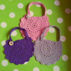 Free crochet pattern Baby bibs I'm going to make an Easter purse from this pattern