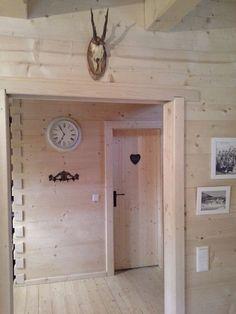 Gosau cabinehuur Vakantiehuis 6 personen Dachstein West Clock, Wall, Home Decor, Night, Watch, Decoration Home, Room Decor, Clocks, Walls