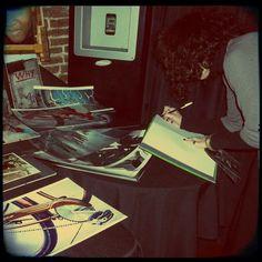 """libro de firmas en evento """"Sigamos de Pie"""""""