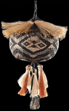 Traditional Māori Poi Tāniko performance instruments by master weaver Karl Leonard. These intricate works are woven using natural plants from New Zealand forests and waterways. Maori Designs, New Zealand Art, Maori Art, Ancient Beauty, Weaving Patterns, Weaving Techniques, Creative Inspiration, Caravan, Weave