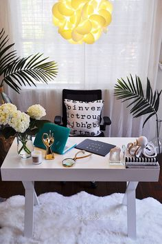 My home office was looking neglected. I wanted to refresh this space and fill it with decor pieces that would inspire me for decorating in 2017. I was stuck on just how to refresh my home office space until I took a shopping trip to HomeGoods.