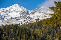 Autumn Snow at Palpuognasee Graubünden Switzerland. Photos of the first snow of Autumn at the beautiful Lake Palpuogna in the Grisons Linkedin Photo, Russian Landscape, Going On Holiday, Lakes, Places To Travel, Switzerland, Travel Inspiration, Beautiful Places, Hiking
