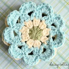 Use this pattern to make crochet coasters that will look gorgeous sitting on your coffee table. This easy crochet pattern is fun and quick!