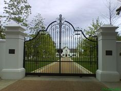 Wrought iron Swing gate Front Gates, Entrance Gates, Gate Pictures, Front Wall Design, Old Gates, Iron Gate Design, Driveway Entrance, Home Design Living Room, Outdoor Stone
