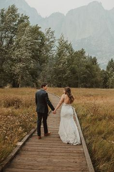 National Park elopements are breathtaking, especially this DIY Yosemite elopement | Image by Wesley Harden Neutral Colour Palette, Boho Diy, Elopement Inspiration, Earthy, Wedding Blog, National Parks, Elopements, Floral, Nature