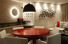A dica para trazer mais praticidade é apostar em um mobiliário funcional (Foto: Letícia Ximenes Arquitetura)