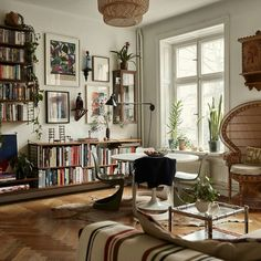 vintage home decor The Nordroom - A Small Vintage Bohemian Apartment in Stockholm Retro Home Decor, Home Decor Styles, Vintage Home Decor, Eclectic Home, Living Room Decor, Bohemian Apartment, Home Decor, Vintage Apartment, Home And Living
