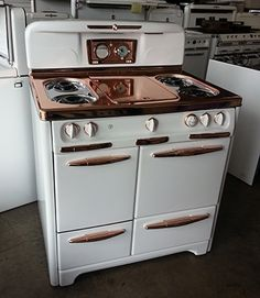 kitchen SAVON Appliance - Okeefe and Merritt range - porcelain & copper How Cellulose Insulation Is Kitchen Appliance Storage, Diy Kitchen Storage, Home Decor Kitchen, Home Kitchens, Kitchen Appliances, Retro Kitchens, Antique Stove, Antique Kitchen Stoves, Retro Kitchen Accessories