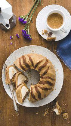 Tiikerikakku-juustokakku Fruit Bread, Different Cakes, Baked Donuts, Little Cakes, Something Sweet, No Bake Desserts, Coffee Cake, Let Them Eat Cake, No Bake Cake