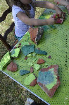 Dans le blog, 4 mains 4 pieds, Jni et Lou inventent leurs créations avec la nature