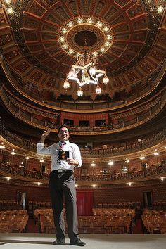 Christian Tumalan, director de la Pacific Mambo Orchestra, ganador del premio Grammy en la categoría de Mejor Álbum Latino Tropical, visitó el Teatro Juárez.