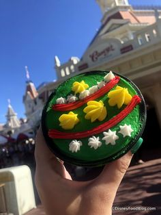 It's the very first Mickey's Very Merry Christmas Party of the 2018 holiday season, and we are LIVE at Disney World's Magic Kingdom to bring you all the festive Disneyland Food, Disney Food, Holiday Treats, Christmas Treats, Disney Very Merry Christmas, Salmon Burgers, Live, Breakfast, Ethnic Recipes