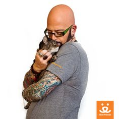 """Cat lovers, this day is just for you! As if you needed an excuse, it's International Hug Your Cat Day! Our friend and """"Cat Daddy,"""" Jackson Galaxy, shows us how to do the job properly"""