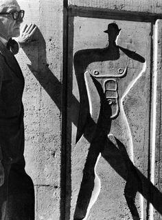 Le Corbusier - Le Modulor - Marseille, 1952 - Photograph by Lucien Herve Alvar Aalto, Maurice Utrillo, Lucien, Famous Architects, Herve, Frank Lloyd Wright, Modern Landscaping, Art History, Architecture Design