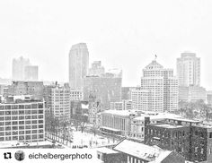 #Repost @eichelbergerphoto  First snow  downtown St Louis  2017. #stlouis  #firstsnow  #downtown  #photography  #2017  #winter  #landscape  #blackandwhite #stlouisgram #stl