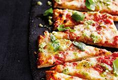 Pizza Magherita mit Jungzwiebel-Pesto