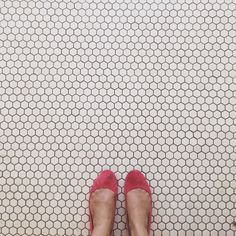 Love these tiny penny sized tiles. So chic.
