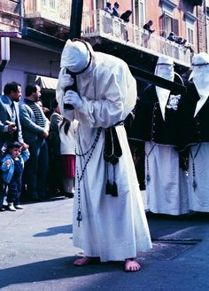 One of the most fascinating ancient #Catholicrites takes place in Taranto, #Puglia. When #GoodFriday comes, the members of the Brotherhood in #Taranto  - barefoot and in white robes with hoods, hiding totally their faces apart from two slits for their eyes - carry the statues representing Stations of the Cross along the ancient route of the city from midnight till dawn. #AriaLuxuryApulia #LuxuryRetreatsInPuglia