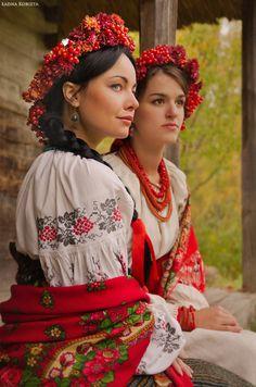 Photo by Ladna Kobieta, Ukraine Ukraine, Folk Fashion, Ethnic Fashion, Costume Ethnique, Ethno Design, Flower Head Wreaths, Beautiful People, Beautiful Women, Costumes Around The World
