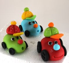 Fondant car i love it Fondant Cake Toppers, Fondant Cakes, Cupcake Cakes, Fondant Bow, 3d Cakes, Homemade Clay Recipe, Fondant Animals, Gum Paste Flowers, Fondant Decorations