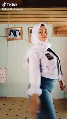 Arab Girls Hijab, Girl Hijab, Beautiful Muslim Women, Beautiful Hijab, Muslim Women Fashion, Islamic Girl, Army Women, Indonesian Girls, Hijab Chic