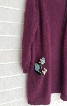 Ilman erikoisominaisuuksia oleva neuletakki – Nurjia silmukoita Brooch, Pullover, Sweaters, Fashion, Moda, Fashion Styles, Brooches, Sweater, Fashion Illustrations