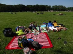 Bday picknick ☺ 2012  My hubby and my friends in Amsterdamse Bos
