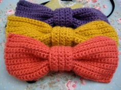 Crocheted bow (and other hair accessory ideas on this link).
