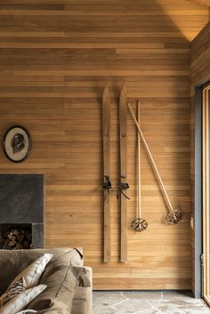 The Best Decorating Ideas For Your Home of December 2018 - Wohnidee by WOONIO - Ski lodge decor - Studio Mk27, Deco Studio, Ski Chalet Decor, Mountain House Decor, Lodge Bedroom, Log Home Interiors, Modern Lodge, Lodge Style, Minimalist Home