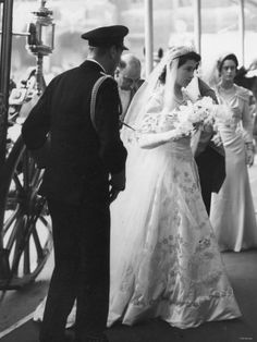 Queen Elizabeth II, Princess Elizabeth marries Prince Philip 20 November 1947 Elizabeth arrives at Westminster Abbey with her father King George VI Royal Wedding of Princess Elizabeth to Philip. Get premium, high resolution news photos at Getty Images Royal Brides, Royal Weddings, Royal Wedding Dresses, Bridesmaid Dresses, Lady Diana, Queen Elizabeth Wedding, Windsor, Prinz Philip, English Royal Family