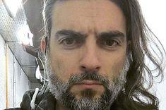 Ο Ανδρέας Πασσάς ζει στην Αθήνα και εργάζεται στην ιδιωτική τηλεόραση. Κείμενά του έχουν δημοσιευθεί σε περιοδικά, στο διαδίκτυο, σε συλλογικούς τόμους και στην εφημερίδα «Εξαρχειώτης». Fictional Characters, Fantasy Characters