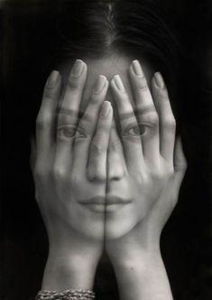 """Les portraits monochromesde l'artiste arménien Tigran Tsitoghdzyan, qui à travers ses séries """"Millenium"""" et """"Mirror"""" mélangesurréalisme et hyperréalisme."""