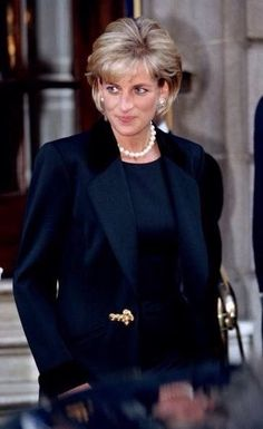 March Diana, Princess of Wales leaving the memorial service for photographer, Terence Donovan, St. Princess Diana Photos, Princess Diana Fashion, Princess Diana Family, Royal Princess, Princess Of Wales, Princess Diana Hair, Lady Diana Spencer, Queen Of Hearts, 80s Fashion