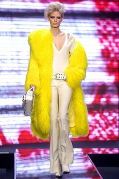 Versace Fall 2004 Ready-to-Wear Fashion Show - Julia Stegner