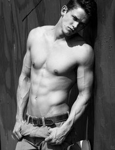 zach roerig vampire diaries very hot shirtless sexy Matt Vampire Diaries, Vampire Diaries The Originals, Zach Roerig, Caroline Forbes, Damon Salvatore, Ian Somerhalder, Pose, Vampire Dairies, New Shape