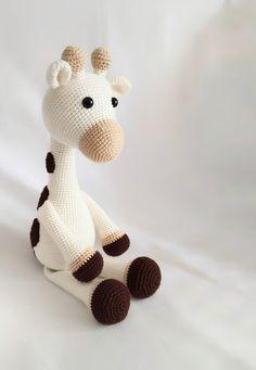 amigurumi-buyuk-zurbik-yapimi Crochet Bear, Crochet Animals, Crochet Hooks, Crochet Dolls Free Patterns, Amigurumi Patterns, Hand Knitting Yarn, Stuffed Animal Patterns, Stuffed Animals, Yarn Colors
